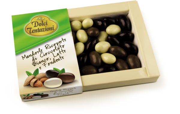 Mandorle ricoperte di cioccolato bianco, al latte e fondente